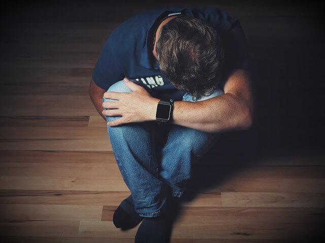 寝言で叫ぶ人はうつ病・認知症の可能性がある【原因とその対策まで徹底解説】