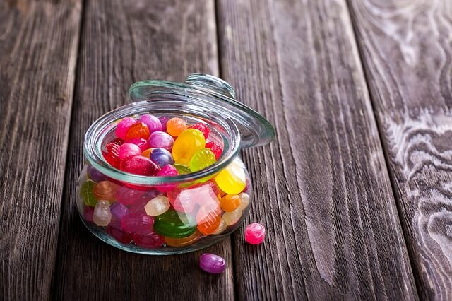 お菓子の食べすぎはたった1つの習慣で防ぐことができます【食べすぎを防ぐ心理学】