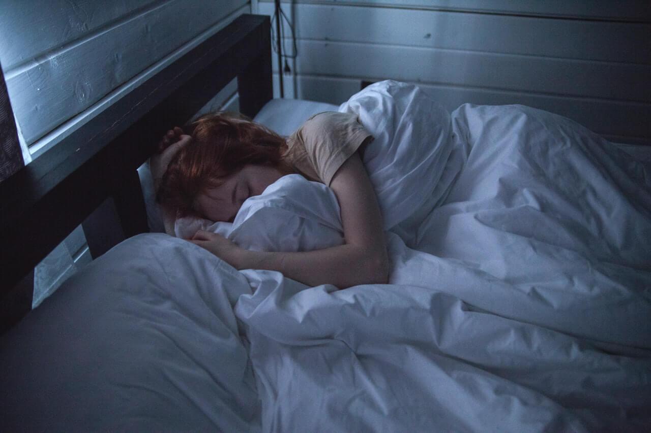 睡眠不足で太る3つの理由