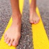 裸足で走る『ベアフットランニング』でストレス発散!その効果と始め方